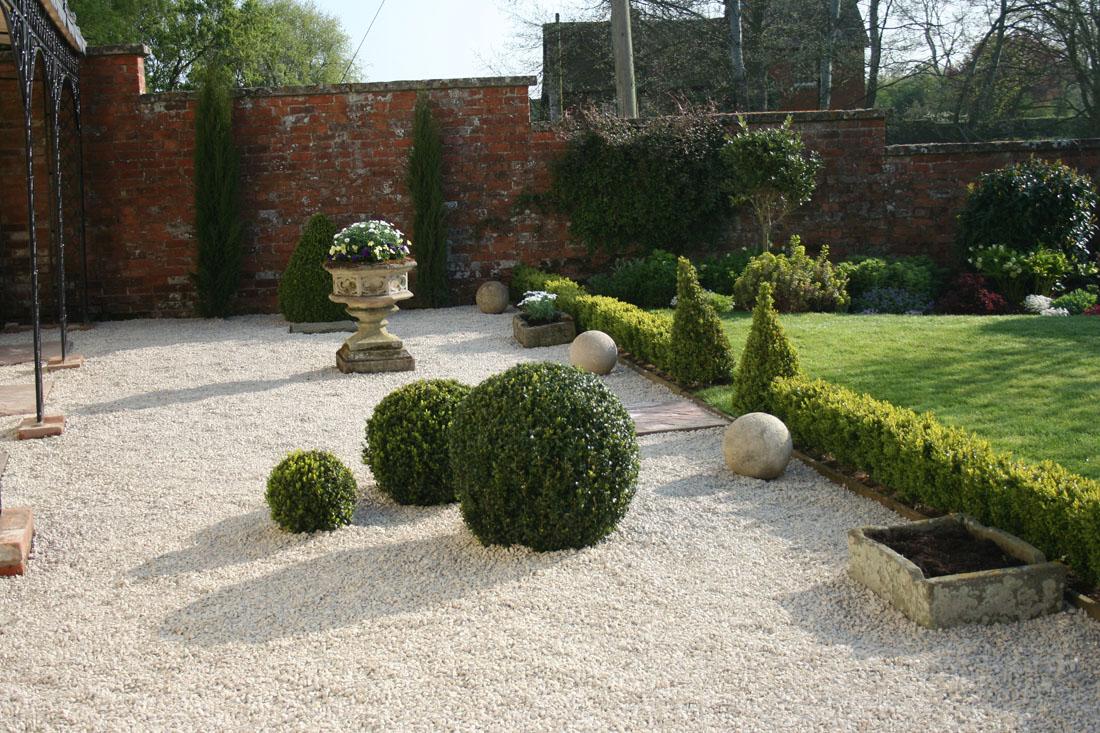 Green man gardens landscape gardening gravel pathway drive for Patios con piedras