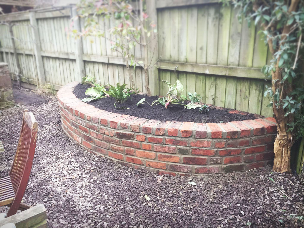 Building A Retaining Wall Garden Bed
